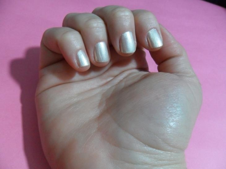 esmalte le lis blanc unhas