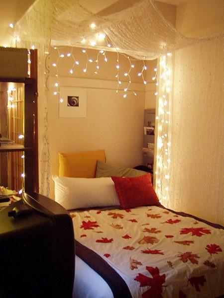 luz natal em cima da cama