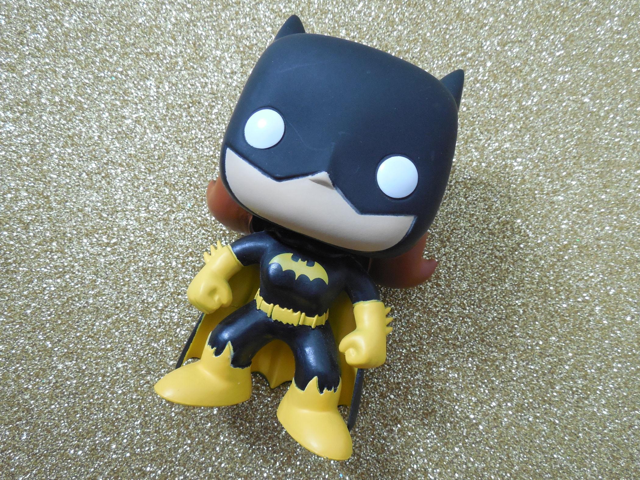 funko batgirl deitada
