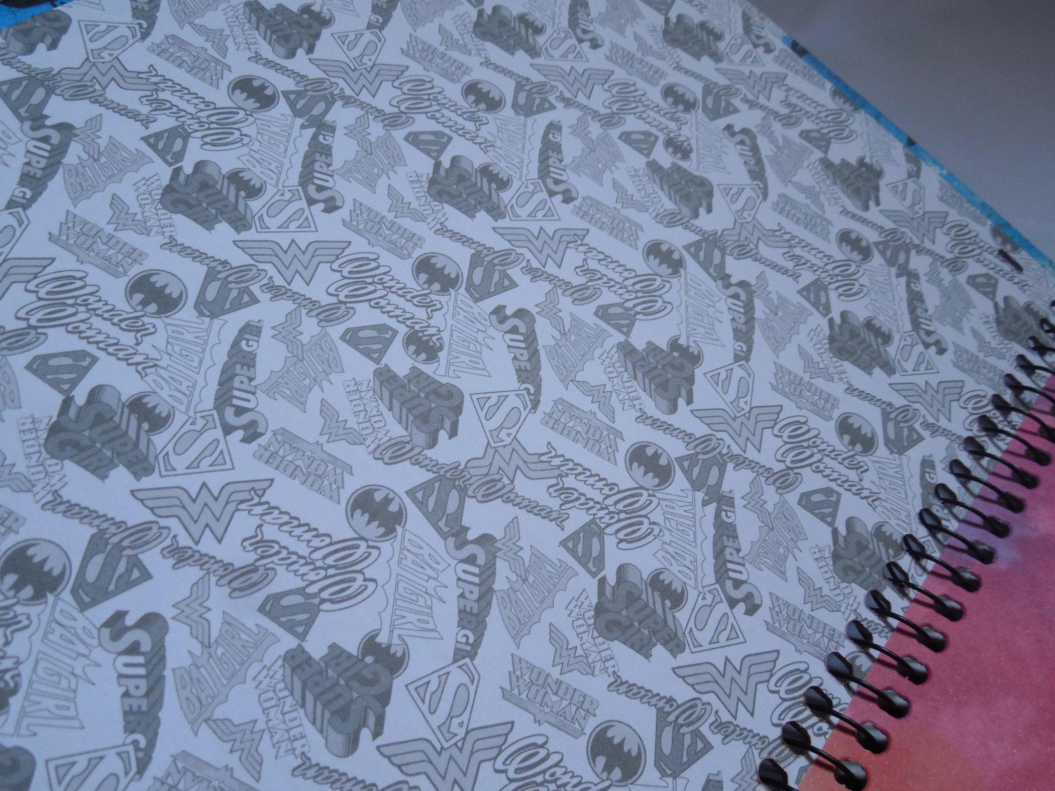 caderno batgirl contra-capa