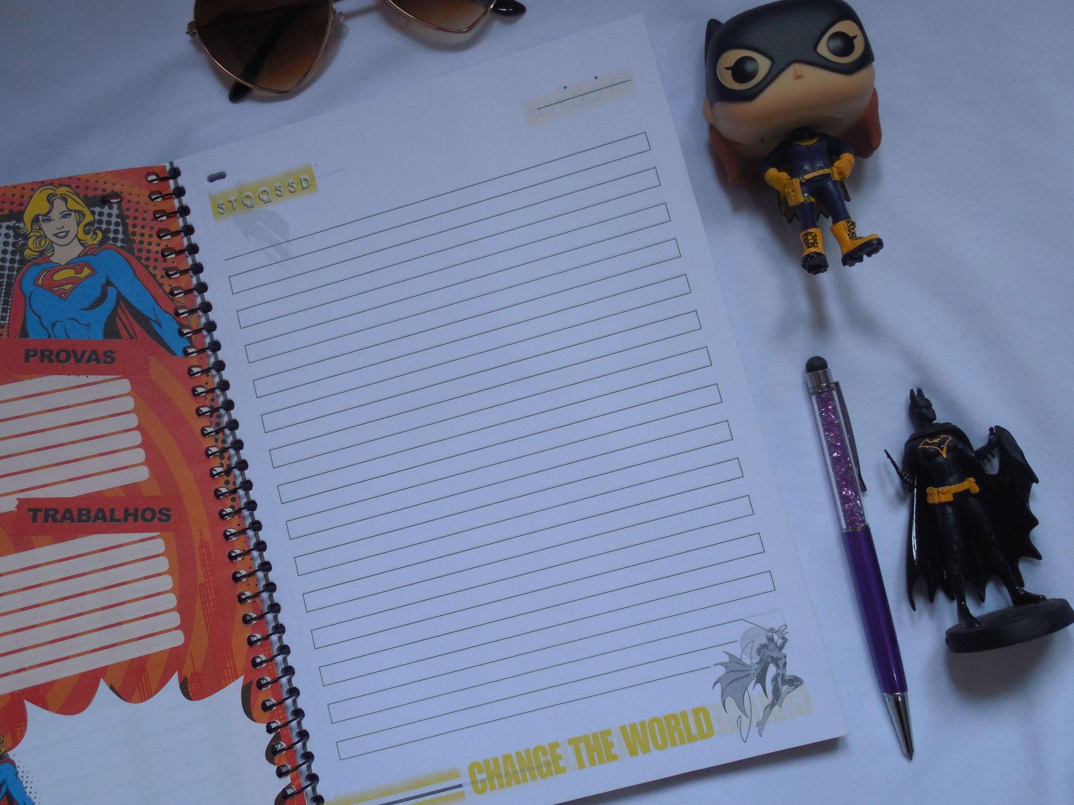 caderno batgirl folhas